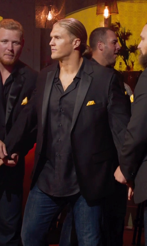 Clay Matthews with Saks Fifth Avenue Collection Silk Solid Pocket Square in Pitch Perfect 2