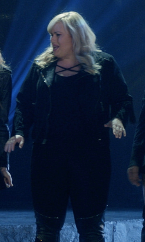 Rebel Wilson with Torrid Strappy Front & Back Tee in Pitch Perfect 3