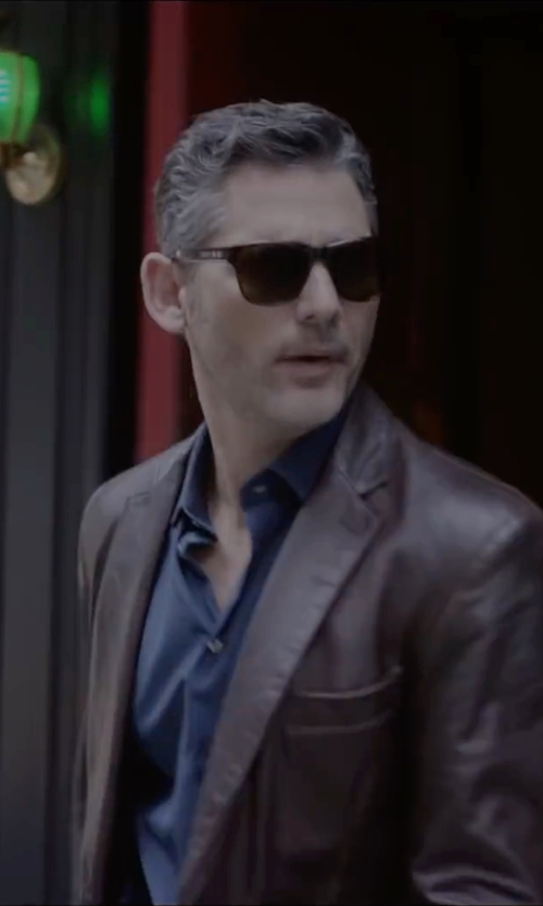 Eric Bana with Ray-Ban Wayfarer Classic Sunglasses in Special Correspondents
