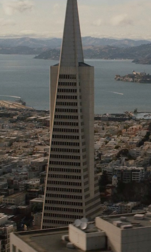 Unknown Actor with Transamerica Pyramid San Francisco, California in San Andreas