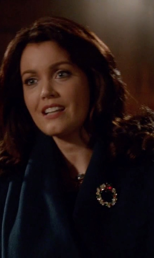 Bellamy Young with Donna Karan Double Faced Clutch Cashmere Coat in Scandal