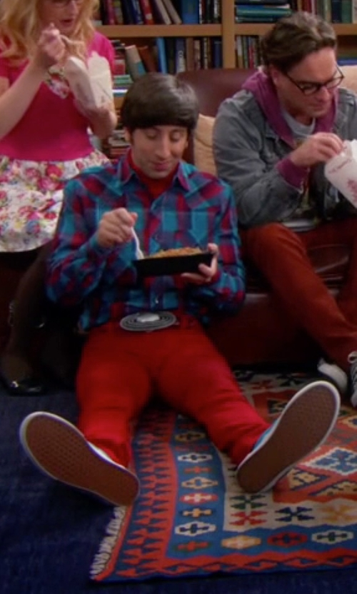 Simon Helberg with Fronhofer Bavarian Eco Leather Belt in The Big Bang Theory