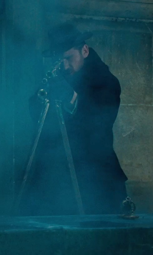 Paul Anderson with Lanvin Cashmere Lined Leather Gloves in Sherlock Holmes: A Game of Shadows