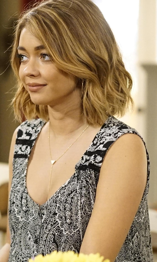 Sarah Hyland with Aqua Paisley Button Front Tank in Modern Family
