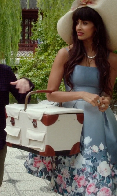Jameela Jamil with Picnic Time Pioneer Picnic Basket in The Good Place