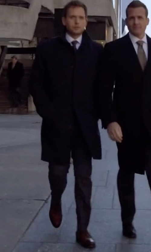 Patrick J. Adams with Barneys New York Washed Oxford Shoes in Suits