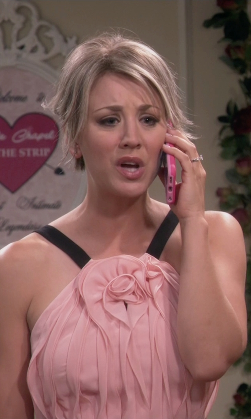 Kaley Cuoco-Sweeting with Apple iPhone 6 in The Big Bang Theory