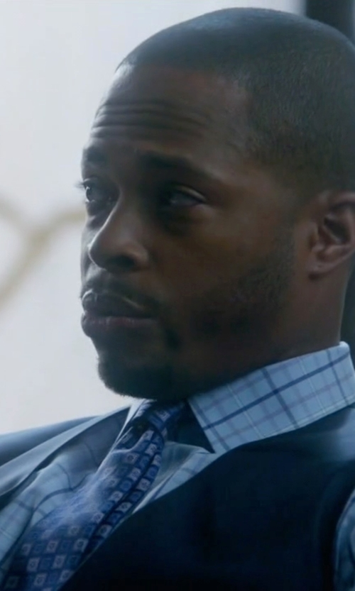 Columbus Short with Canali Medallion Silk Tie in Scandal