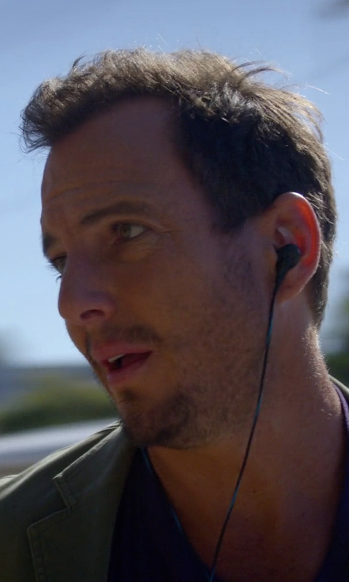 Will Arnett with Bose QuietComfort 20 Acoustic Noise Cancelling Headphones in Flaked
