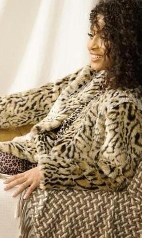 Yara Shahidi with Steve Madden Faux Fur Leopard Print Coat in Black-ish
