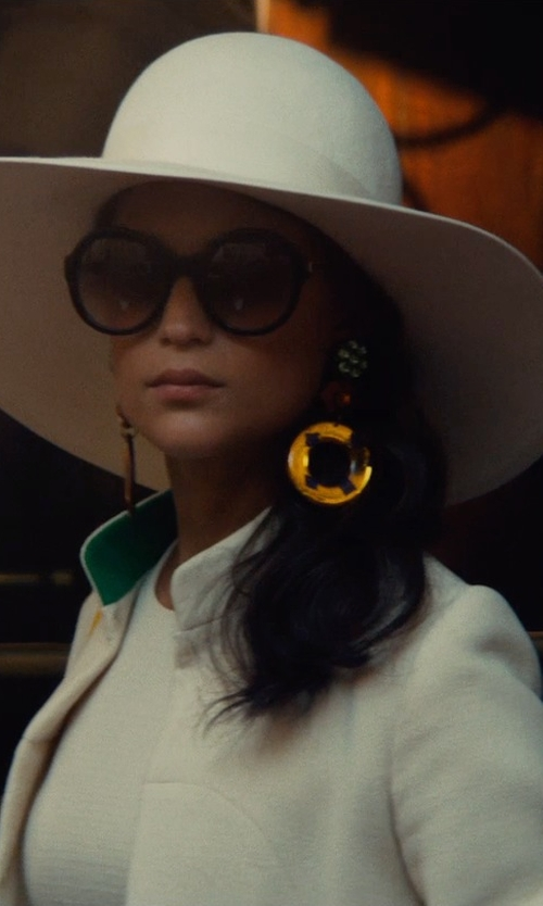 Alicia Vikander with Gr.Dano Fitted Trench Coat in The Man from U.N.C.L.E.