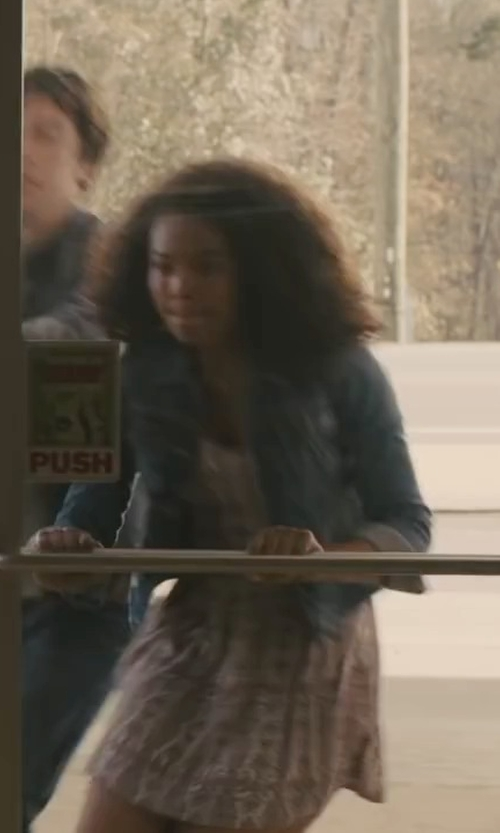Jaz Sinclair with Cece by Cynthia Steffe Busy Geo Print Popover Dress in Paper Towns