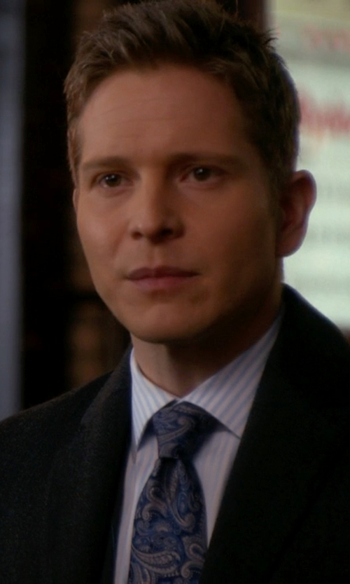 Matt Czuchry with Charvet Floral-Paisley Silk Tie in The Good Wife