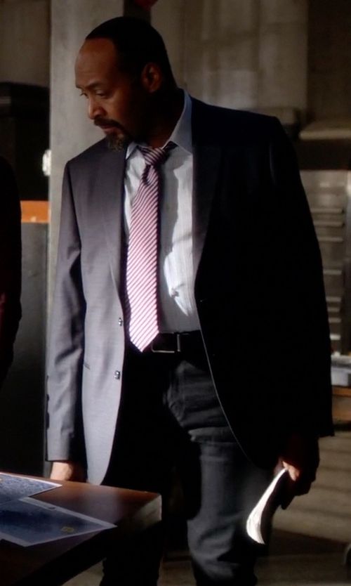 Jesse L. Martin with Dsquared2 Two-Piece Dinner Suit in The Flash