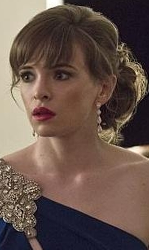 Danielle Panabaker with The Sak Metal Scoop Linear Earrings in The Flash