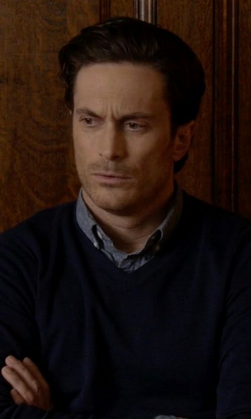 Oliver Hudson with Drumohr V-Neck Sweater in Scream Queens
