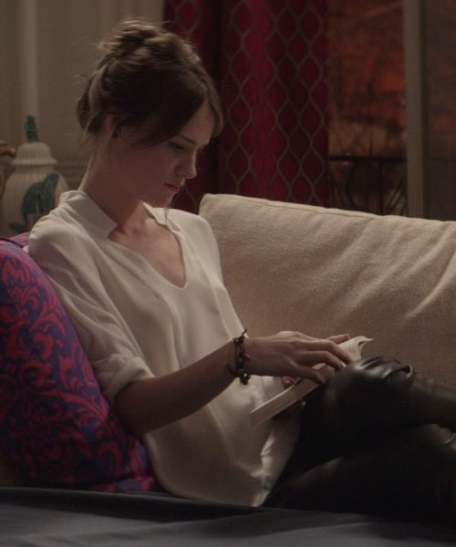 Mackenzie Davis with Deepa Gurnani Pearl Candy Cuff String Bracelet in That Awkward Moment