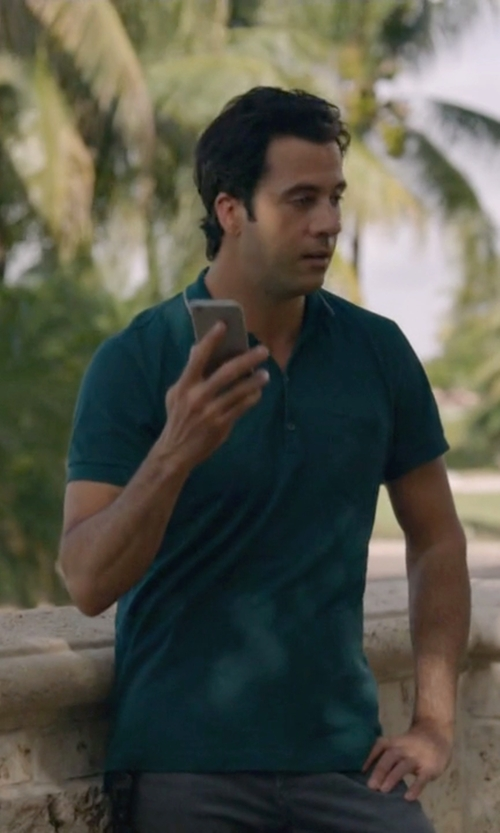 Troy Garity with Apple iPhone 6 in Ballers