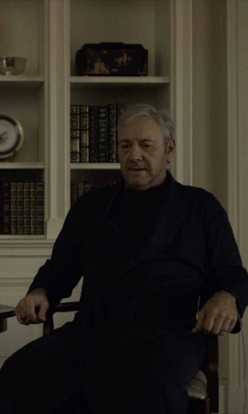 Kevin Spacey with Hanro Night And Day Knit Robe in House of Cards