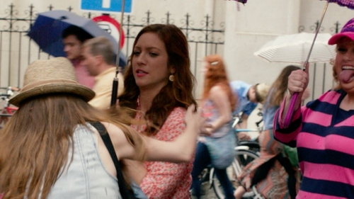 Brittany Snow with Blue Nile Woven Disc Drop Earrings in Pitch Perfect 2