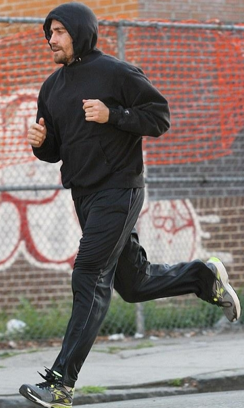Jake Gyllenhaal with Brooks Men's Ravenna 5 Running Shoes in Southpaw