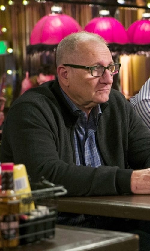 Ed O'Neill with Vineyard Vines Tucker Plaid Button Down Shirt in Modern Family