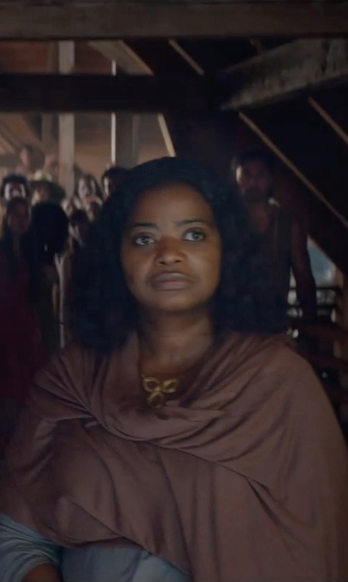 Octavia Spencer with Zales Diamond Accent Mendallion Pendant In Sterling Silver Gold-Plated Necklace in The Divergent Series: Insurgent