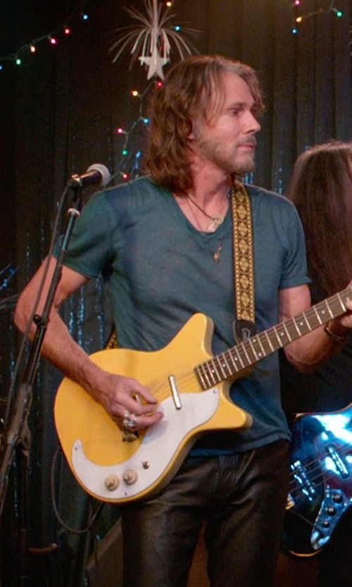Rick Springfield with James Perse V-Neck T-Shirt in Ricki and the Flash