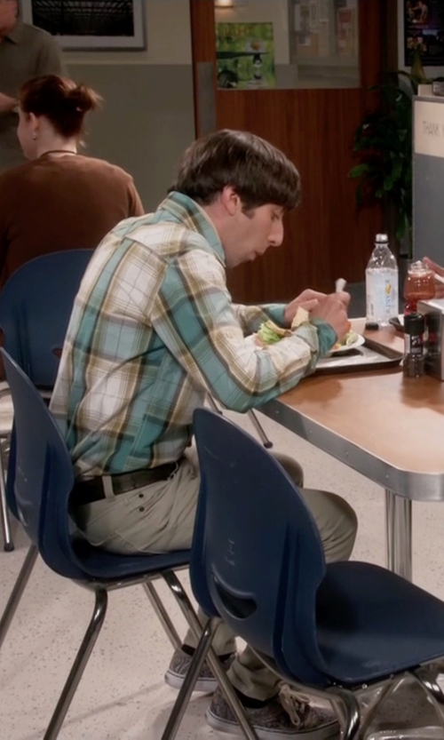 Simon Helberg with Vans Italian Weave Authentic Ca Sneakers in The Big Bang Theory