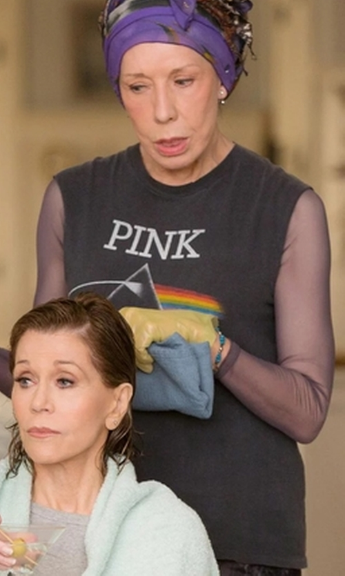 Lily Tomlin with Pink Floyd Dark Side Of The Moon T-Shirt Vintage in Grace and Frankie