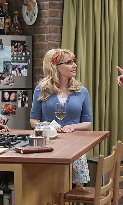 Melissa Rauch with LE3NO Knit  Bolero Cropped Cardigan in The Big Bang Theory