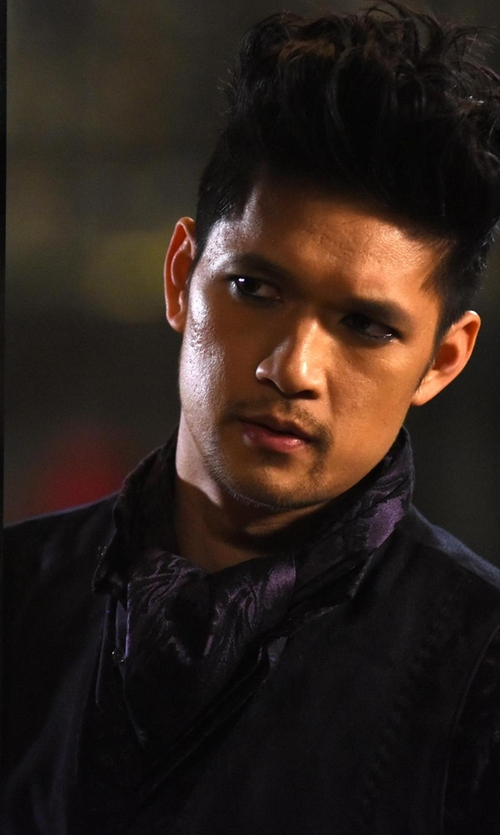 Harry Shum Jr. with Secdtie Jacquard Woven Ascot Tie in Shadowhunters