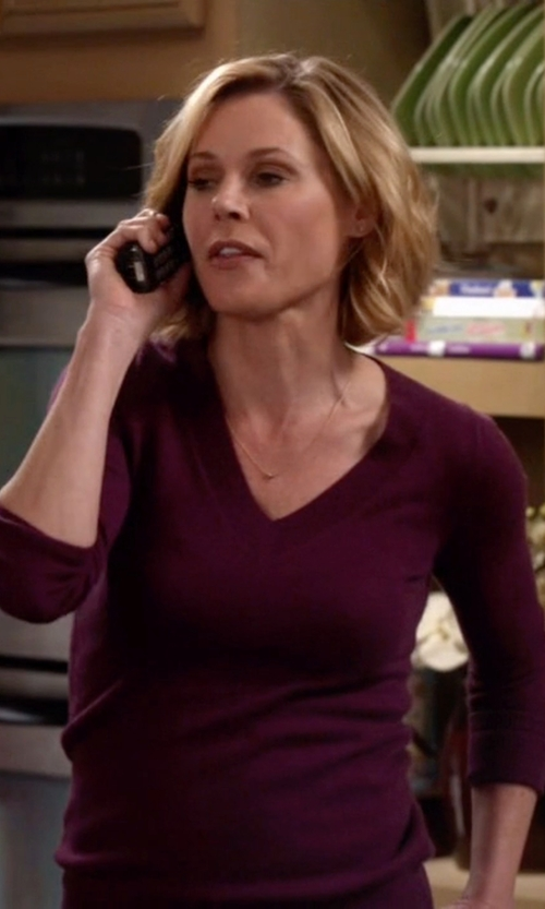 Julie Bowen with Rag & Bone Burgundy Long Sleeve Sweater in Modern Family