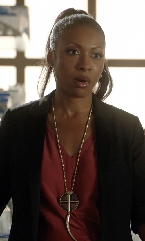 Gabrielle Dennis with Tory Burch Studded Horn Pendant Necklace in Rosewood