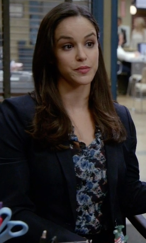 Melissa Fumero with Express Outlined Flower Portofino Shirt in Brooklyn Nine-Nine
