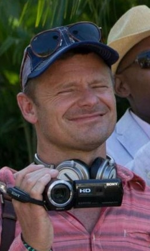Steve Zahn with Ray-Ban Oversized Sunglasses in Mad Dogs