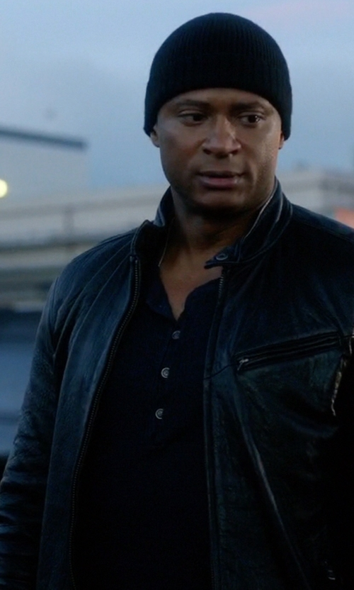 David Ramsey with John Varvatos Collection Linen Délavé Henley Sweater in The Flash