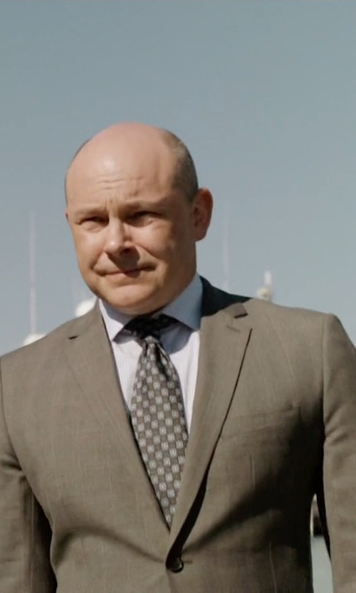 Rob Corddry with Lauren Ralph Lauren Two-Piece Wool Suit in Ballers