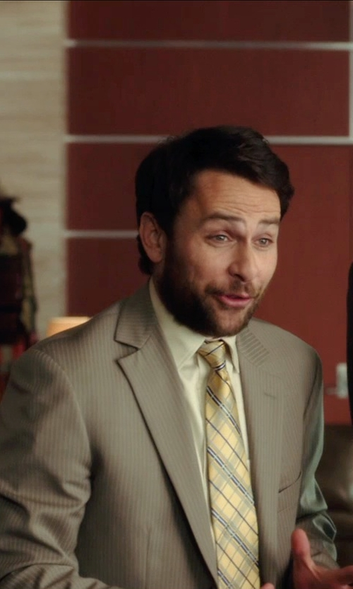 Charlie Day with Countess Mara Men's Melange Plaid Tie in Horrible Bosses 2