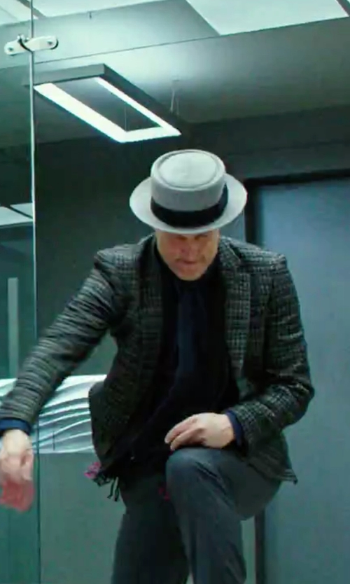 Woody Harrelson with Hugo Boss Wool Cashmere Colorblocked Scarf in Now You See Me 2