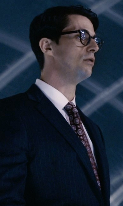 Matthew Goode with Ike Behar Medallion Print Silk Tie in Self/Less