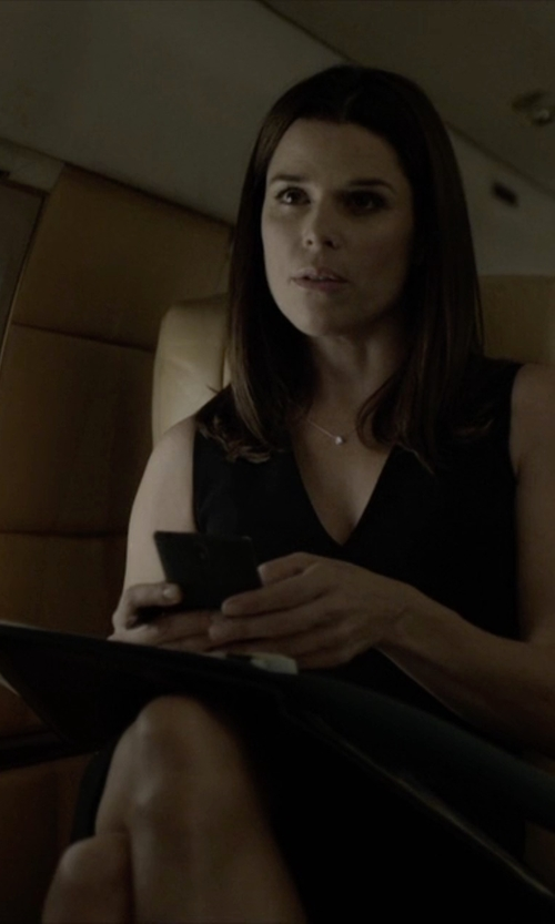 Neve Campbell with Elie Tahari Gwenyth Sleeveless V-Neck Sheath Dress in House of Cards
