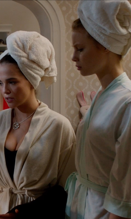 Zoey Deutch with Kassatex Ana Capri Towels in Vampire Academy