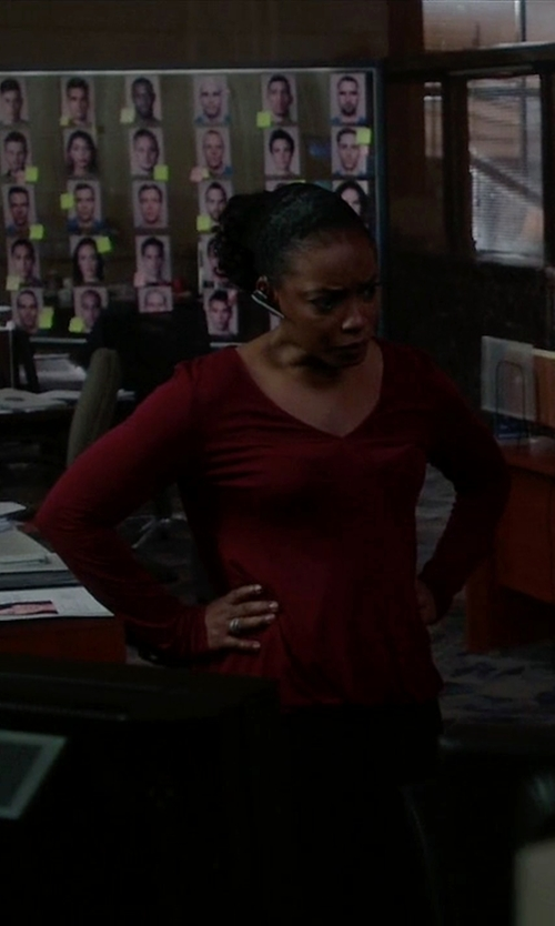 Aunjanue Ellis with Michael Stars Long Sleeve Slub V Neck T-Shirt in Quantico