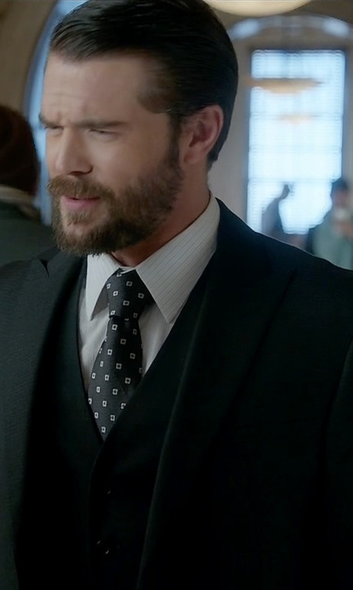 Charlie Weber with Dolce & Gabbana Classic Three-Piece Suit in How To Get Away With Murder