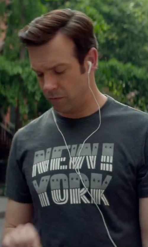 Jason Sudeikis with Apple Original Spec iPhone Earphones in Sleeping with Other People