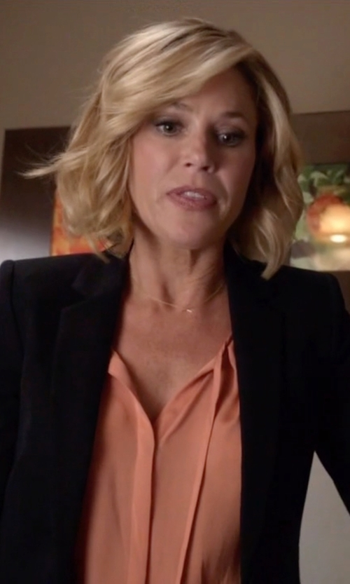 Julie Bowen with Nougat London Round Collar Blouse in Modern Family