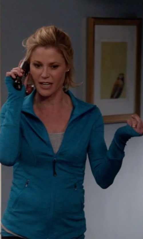 Julie Bowen with Zella  Galaxy Jacket in Modern Family