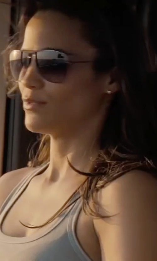 Paula Patton with Ray-Ban 'Original Aviator' Polarized Sunglasses in Mission: Impossible - Ghost Protocol