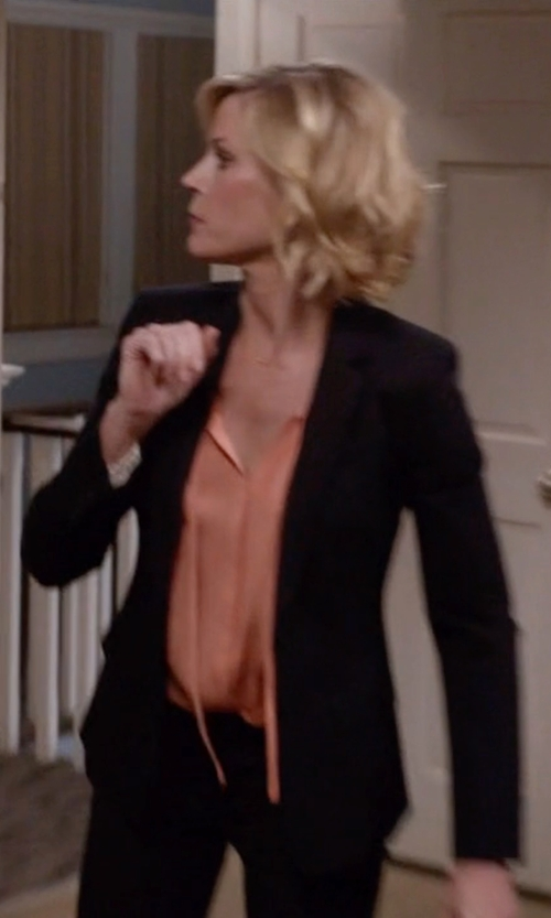 Julie Bowen with Theory Delaven Edition Blazer in Modern Family
